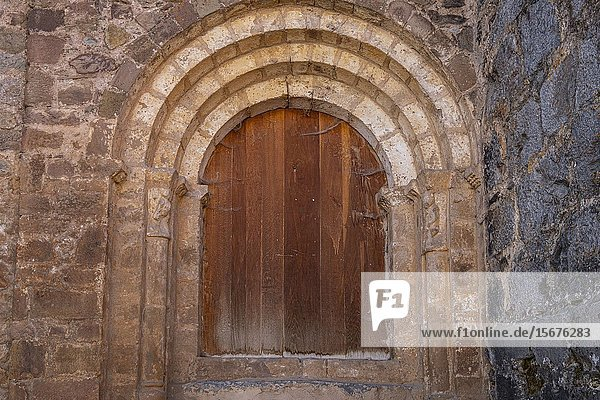 Puerta romanica del muro oeste  Iglesia de San Miguel  siglo XVI  Ortigosa de Cameros  La Rioja  Spain.