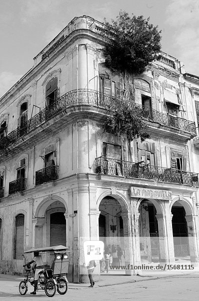 Will Cuba ever be able to restore all the rottet colonial buildings in Havanna?.