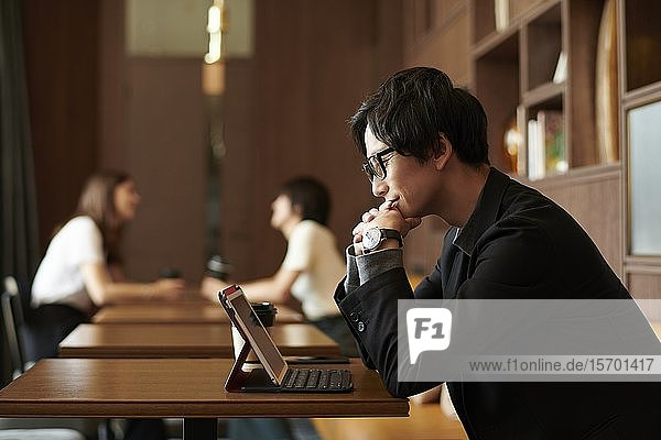 Young Japanese businessman at a cafe