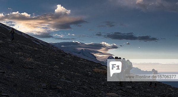 Verstecktes Tal  Gipfel des Dhampus  Dhaulagiri-Rundwanderung  Himalaya  Nepal