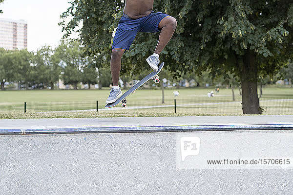 Skateboarder springen Skateboarder springen