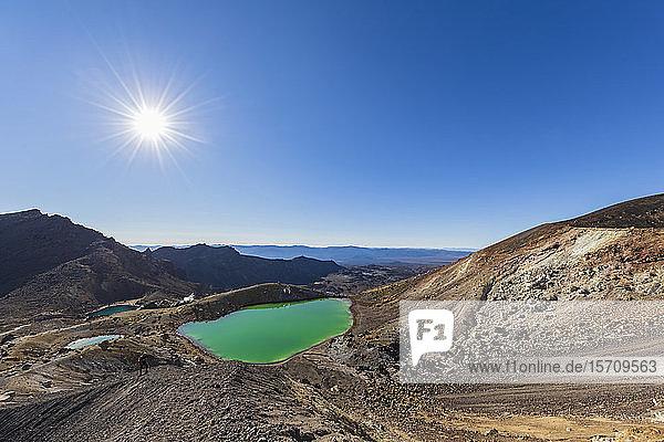 New Zealand  North Island  Sun shining over Emerald Lakes in Tongariro National Park