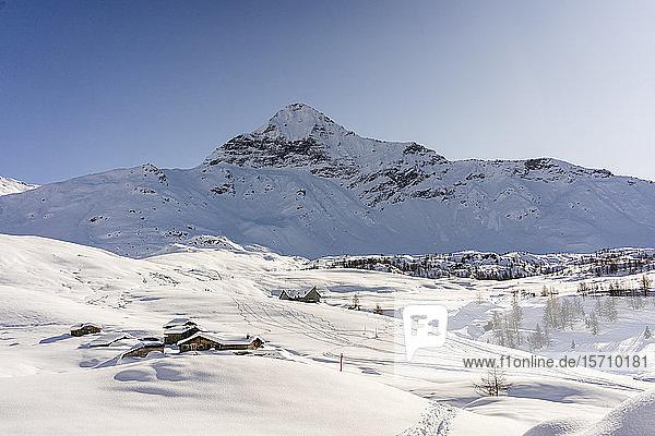 Verschneites Bergpanorama  Valmalenco  Italien