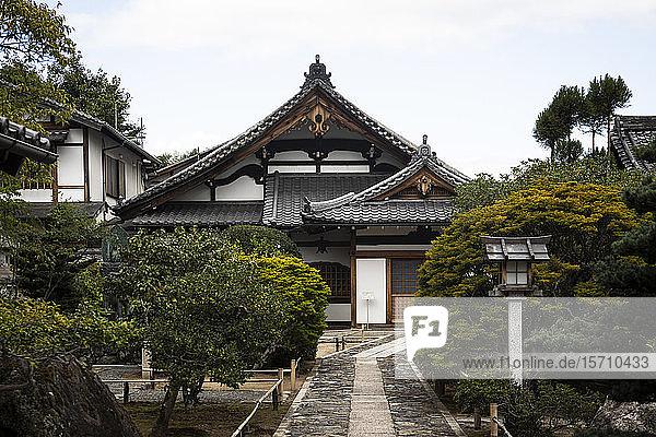 Japan  Präfektur Kyoto  Stadt Kyoto  Japanischer Garten eines buddhistischen Tempels