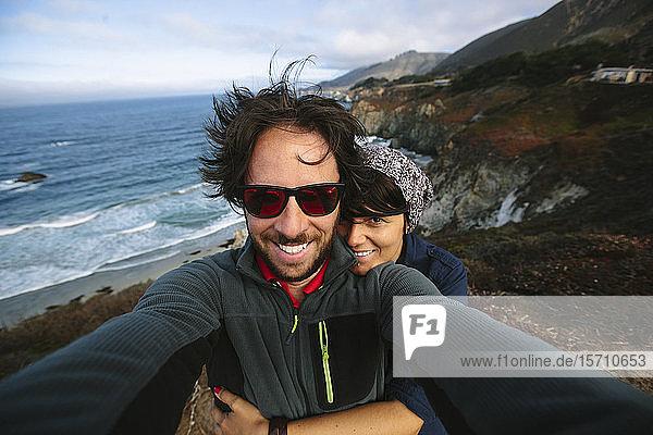 USA  California  Couple taking selfie on Pacific Coast