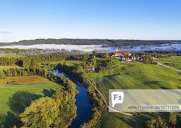 Deutschland  Bayern  Oberbayern  Tölzer Land  Sachsenkam  Luftaufnahme der Landschaft mit Kloster Reutberg