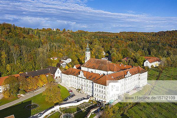 Deutschland  Bayern  Schaftlarn  Luftaufnahme der Abtei Schaftlarn im Herbst