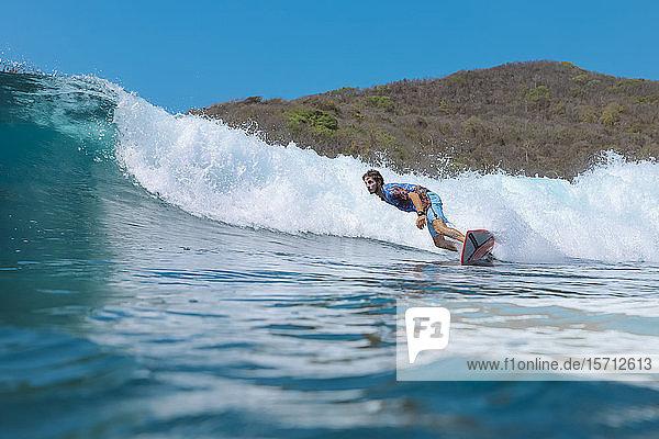 Surfer  Insel Bali Indonesien