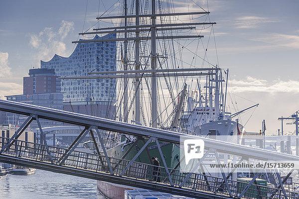 Elbphilharmonie and Cap San Diego in fog  Hamburg  Germany  Europe