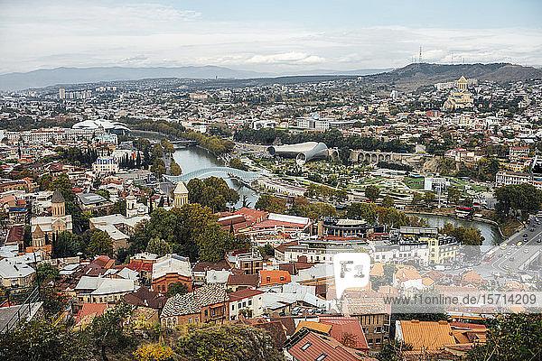 Georgien  Tiflis  Luftaufnahme der Stadt