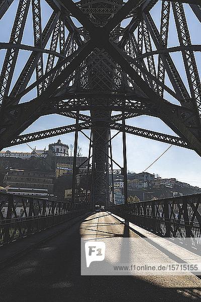 Portugal  Bezirk Porto  Porto  Unterseite der Brücke Dom Luis I