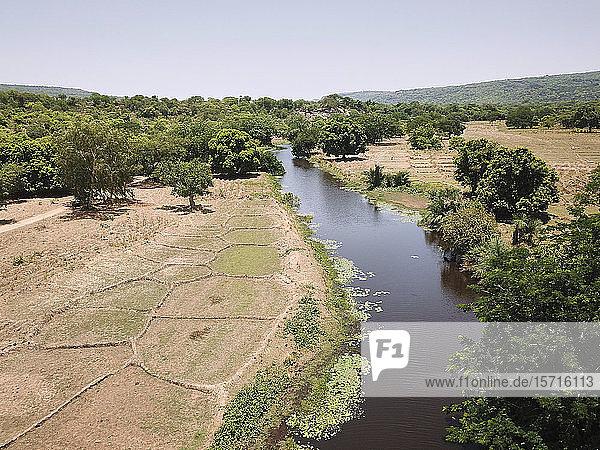 Burkina Faso  Luftaufnahme der Landschaft mit Komoe Fluss und Feldern