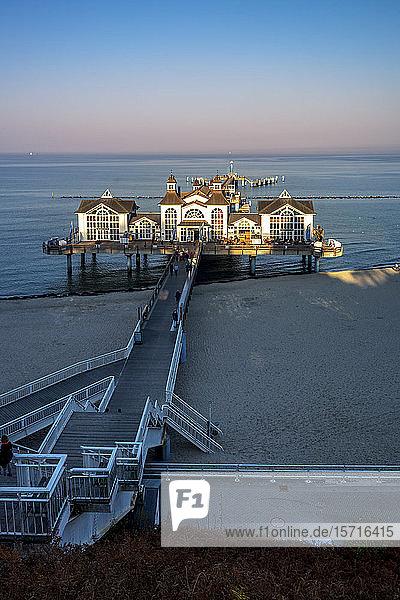 Deutschland  Mecklenburg-Vorpommern  Insel Rügen  Sellin  Pier bei Sonnenaufgang