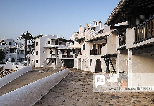 Spanien  Menorca  Binibeca  Weiß getünchte Häuser