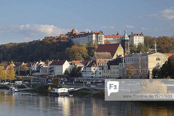Deutschland  Sachsen  Pirna  Stadt am Elbufer