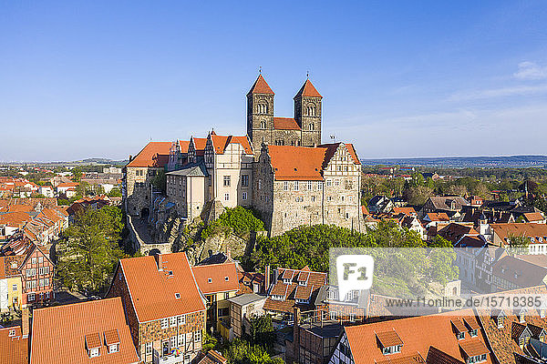 Germany  Saxony-Anhalt  Quedlinburg  Aerial view of Quedlinburg Abbey and surrounding town houses Germany, Saxony-Anhalt, Quedlinburg, Aerial view of Quedlinburg Abbey and surrounding town houses