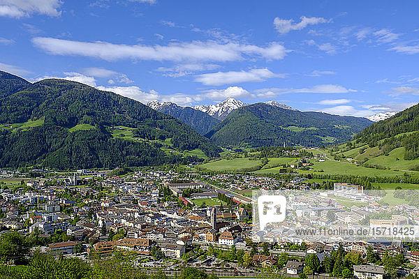 Italien  Südtirol  Sterzing  Stadt im Eisacktal im Frühling
