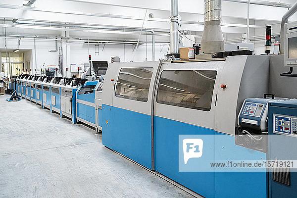 Druckmaschinen in der Fabrikhalle