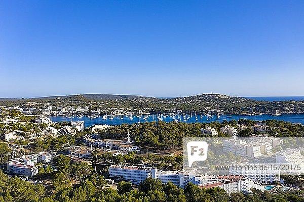 Luftaufnahme  Blick auf Costa de la Calma und Santa Ponca mit Hotels und Stränden  Costa de la Calma  Region Caliva  Mallorca  Balearen  Spanien  Europa