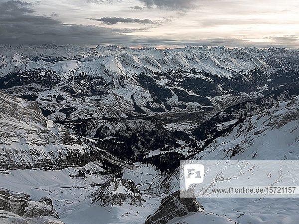 Winterlandschaft bei Vollmondlicht auf dem Säntis  Alpstein  Appenzell  Schweiz  Europa