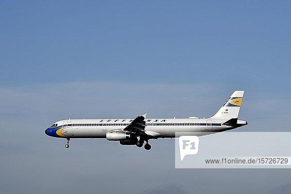 Lufthansa A321-321 Retro Livery  im Landeanflug  Flughafen München  Oberbayern  Bayern  Deutschland  Europa