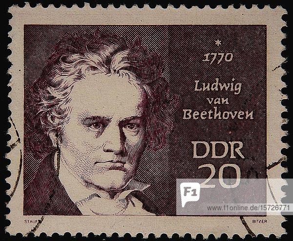 Ostdeutsche Briefmarke mit dem Porträt von Ludwig van Beethoven  einem deutschen Komponisten und Pianisten  Schweden  Europa