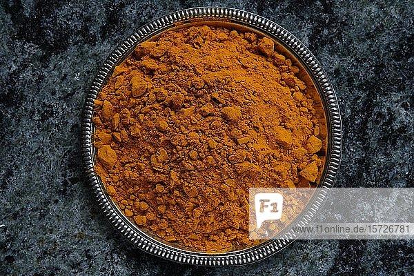 Kurkuma (Curcuma longa)  Pulver in einer Schale  Indien  Asien