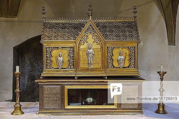 Erhardi-Schrein mit Reliquien vom Hl. Erhard in der Niedermünsterkirche  Regensburg  Oberpfalz  Bayern  Deutschland  Europa
