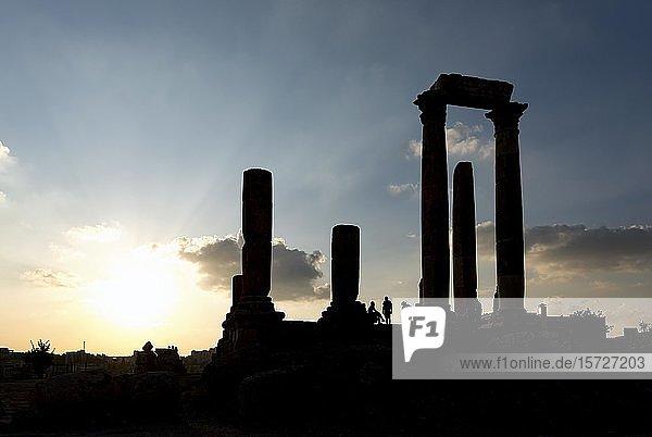 Silhouette  Herkulestempel  Zitadelle von Amman  Jordanien  Asien
