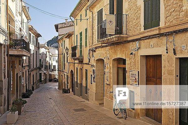 Gasse in der Altstadt  Pollenca  Mallorca  Balearen  Spanien  Europa