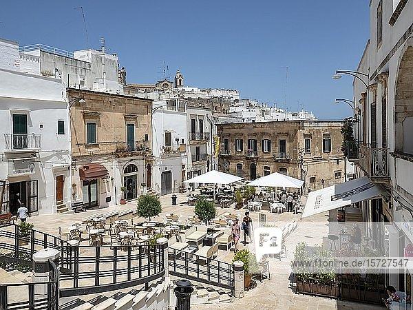 Platz in der Altstadt  Bergdorf  Ostuni  Apulien  Italien  Europa