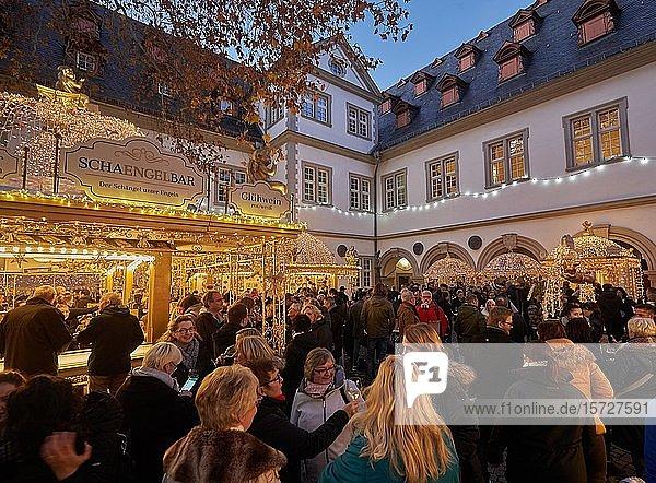 Weihnachtsmarkt vor dem Koblenzer Rathaus  Koblenz  Rheinland-Pfalz  Deutschland  Europa