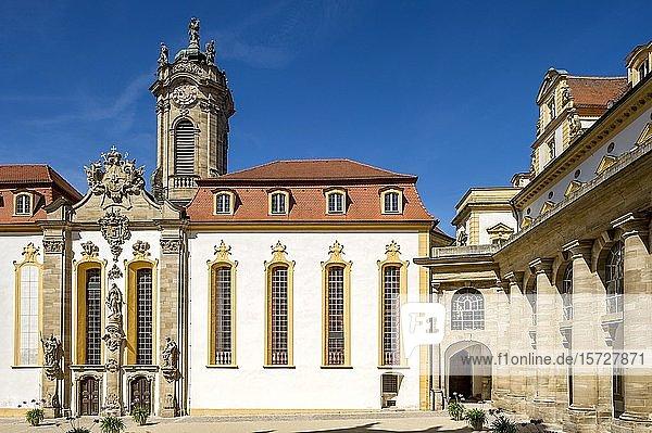 Schlosshof mit barocker Schlosskirche und Kolonnaden  Residenz Ellingen  Ellingen  Mittelfranken  Franken  Bayern  Deutschland  Europa