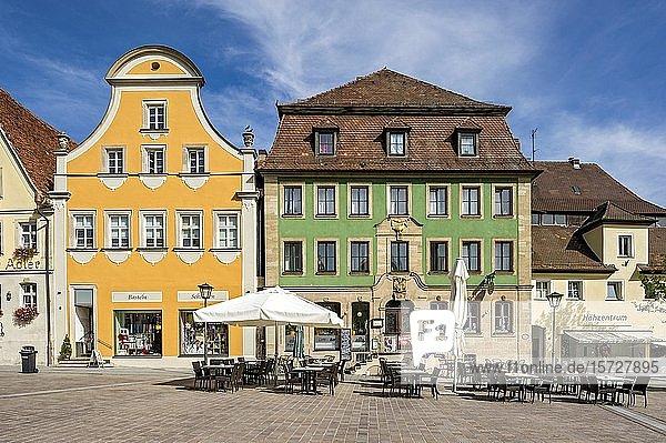 Barocke Bürgerhäuser mit Gasthof Zur Goldenen Gans  Marktplatz  Altstadt  Weißenburg in Bayern  Mittelfranken  Franken  Bayern  Deutschland  Europa