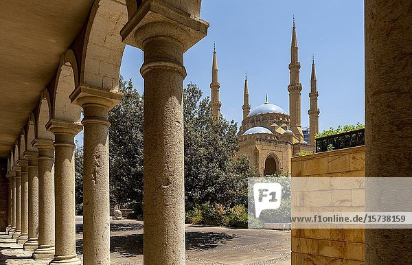 Mohammad Al-Amine Mosque from Saint George Greek Orthodox Cathedral  Downtown  Beirut  Lebanon.