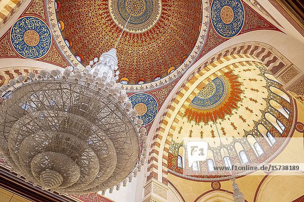 Interior detail of ceiling and domes  Mohammad Al-Amine Mosque  Beirut  Lebanon.