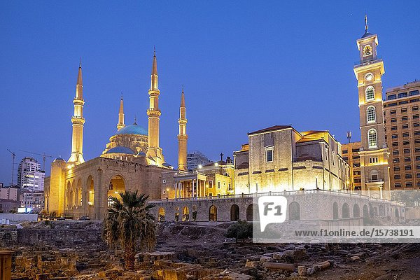 Roman forum  Mohammad Al-Amine Mosque and at right Saint Georges Maronite Cathedral  Beirut  Lebanon.