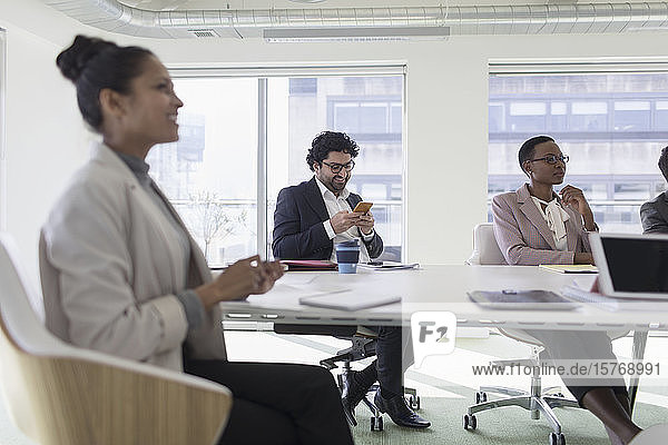 Geschäftsleute in einem Konferenzraum