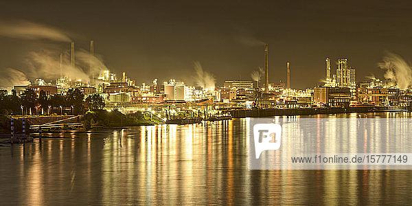 Industriegelände in Leverkusen  NRW  BRD Industriegelände in Leverkusen, NRW, BRD
