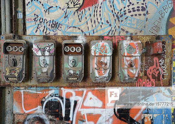Alte Sicherungskästen mit Graffiti Alte Sicherungskästen mit Graffiti