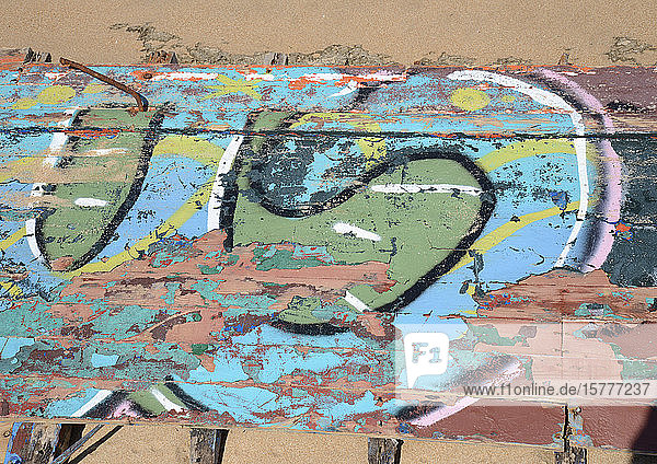 Schiffswrack  Holzplanken mit Graffiti Schiffswrack, Holzplanken mit Graffiti