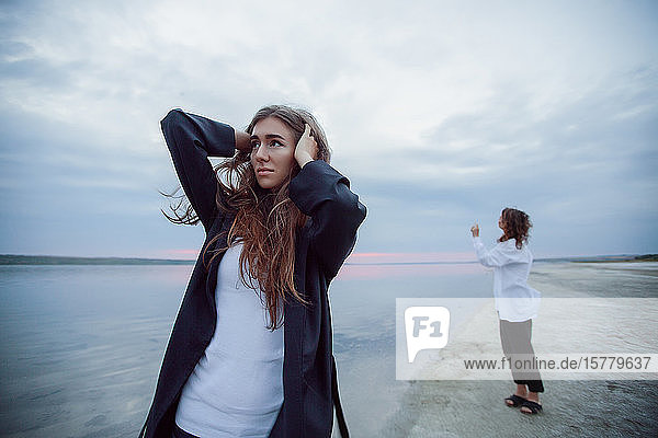 Frauen am Strand  Odessa  Ukraine