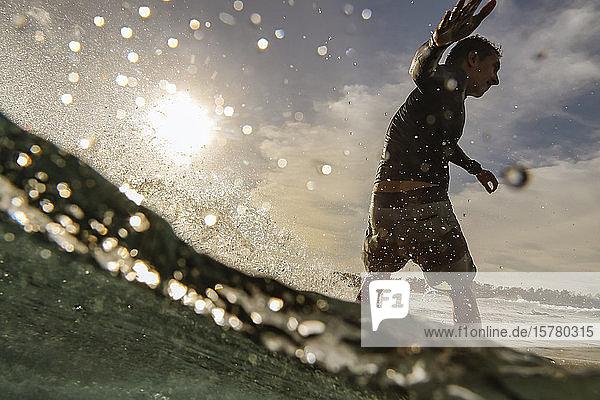 Surfer  Bali  Indonesien