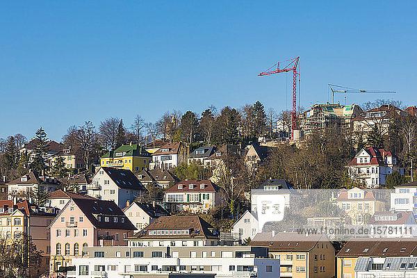 Deutschland  Baden-Württemberg  Stuttgart  Wohnungen und Villen in einem Vorort am Hang
