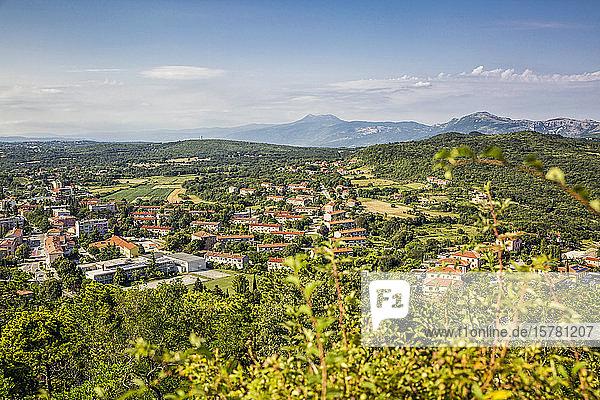 Kroatien  Istrien  Ucka-Naturpark  Blick auf Labin und Vojak