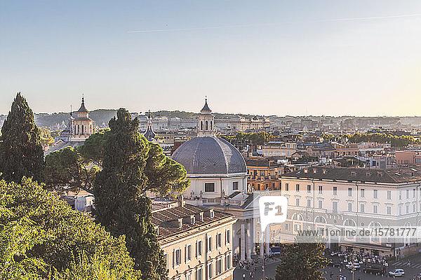 Italien  Rom  Santa Maria in der Kirche von Montesanto und umliegende Stadtgebäude