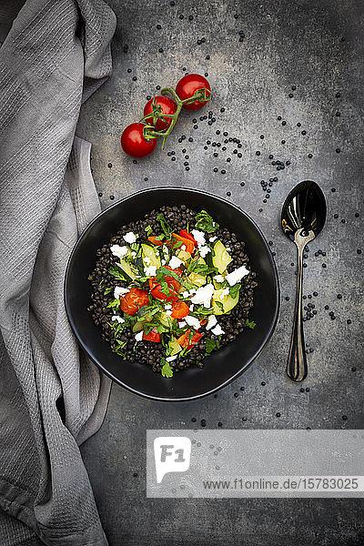 Beluga-Linsen mit Tomaten  Paprika  Zucchini  Feta  Minze und Petersilie