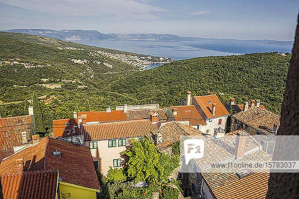 Kroatien  Istrien  Labin und Rabac  Blick auf Altstädte und Adria