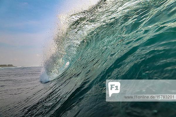 Indonesien  Bali  Ozeanwelle
