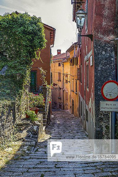 Kroatien  Istrien  Labin  Altstadt-Kopfsteinpflastergasse